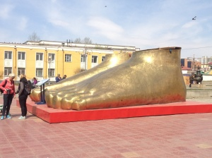 Golden feet - all there is of the statue so far.