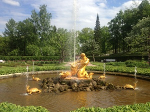 The impressive and slightly homoerotic fountain - the Russians sure love their gold.