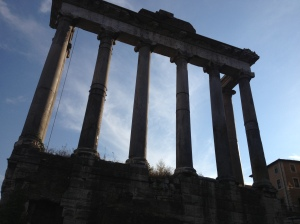 Tempio di Saturno - the Temple of Saturn.