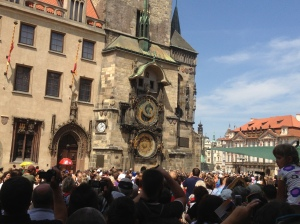 The crowds gathering around the astronomical clock to watch the rather anti-climactic performance.