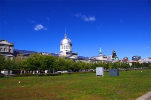 The silver dome of the Bonsecours Market.